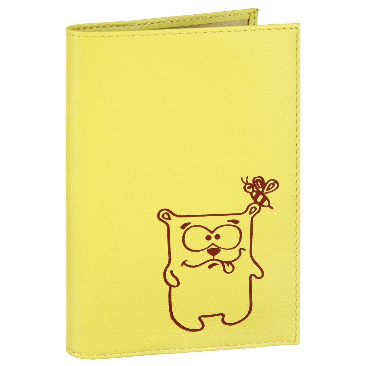 Обложка для паспорта Fabula Friends цвет: лимонный. O.30.CHO.30.CH. лимонСтильная обложка для паспорта Fabula Friends выполнена из натуральной кожи с зернистой текстурой, оформлена художественной печатью с изображением забавного медвежонка. Обложка для паспорта раскладывается пополам, внутри расположены два пластиковых кармашка. Такая обложка для паспорта станет прекрасным и стильным подарком человеку, любящему оригинальные и практичные вещи.