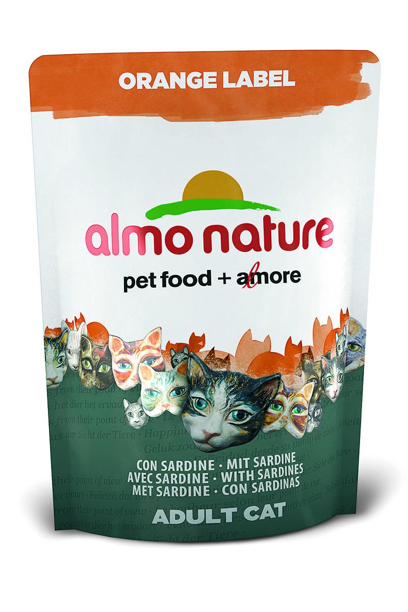 Корм сухой Almo Nature Orange label для кастрированных кошек, с сардиной, 105 г0120710Полнорационный корм Almo Nature Orange label рекомендован для кастрированных кошек. Корм содержит большой процент свежей рыбы, что обеспечивает необходимым количеством питательных веществ и оптимальным содержанием протеина. Прекрасный вкус обеспечивается за счет свежих натуральных ингредиентов. Не содержит искусственных добавок, красителей, ароматизаторов, консервантов. Состав: мясо сардин и их производные 45% (из которых 27% свежего филе и 10% дегидрированного мяса), злаки, экстракт растительного белка, масла и жиры, дрожжи, минералы, субпродукты растительного происхождения.Питательные добавки: таурин 0,5 г/кг, L-карнитин 0,09 г/кг, витамин D3 269 МЕ/кг, витамин Е 135 мг/кг, витамин С 67 мг/кг.Микроэлементы: железо 8 мг/кг, медь 0,1 мг/кг, цинк 55 мг/кг, марганец 0,5 мг/кг.Гарантированный анализ: белки – 35,7%, клетчатка – 1,3%, жиры – 12,1%, зола – 7,1%, влажность 8%.Калорийность: 3528 ккал/кг.Товар сертифицирован.