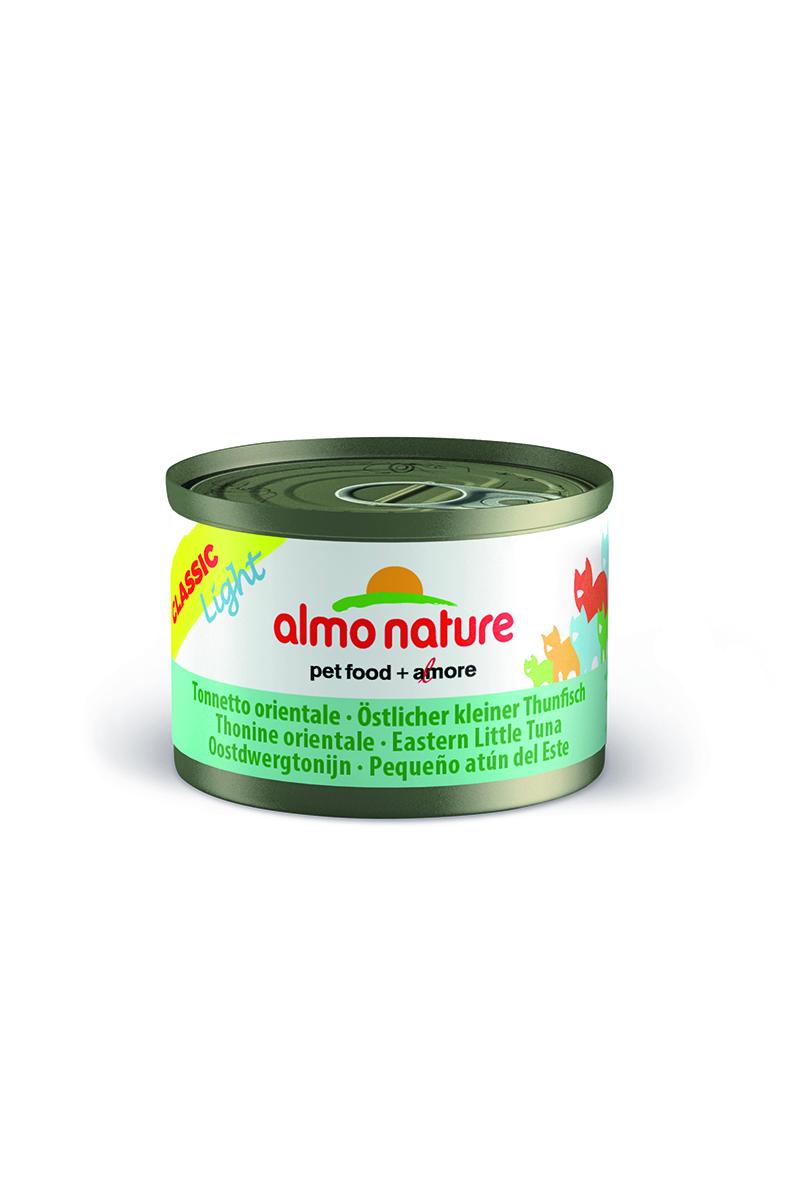 Консервы для кошек Almo Nature Classic, низкокалорийные, c пятнистым Индо-Тихоокеанским тунцом, 50 г х 3 шт25026Низкокалорийные консервы для кошек Almo Nature Classic содержат 75-55% высококачественного мяса рыбы, приготовленного в собственном бульоне (24%) - именно такой простой и естественный состав привлекает кошек. Механическая обработка продуктов, с большой осторожностью, без применения химикатов во избежание потери питательных веществ. Без добавок, будь то химические или какие-либо другие ингредиенты, тем не менее - излюбленный всеми кошками продукт, за свою простоту и подлинность. Состав: свежее филе пятнистого Индо-Тихоокеанского тунца - 50%, рыбный бульон - 47%, рис - 3%. Гарантированный анализ: белки – 16%, клетчатка – 1%, жиры – 0,5%, зола – 3%, влага - 82%. Калорийность – 602 ккал/кг. Товар сертифицирован.