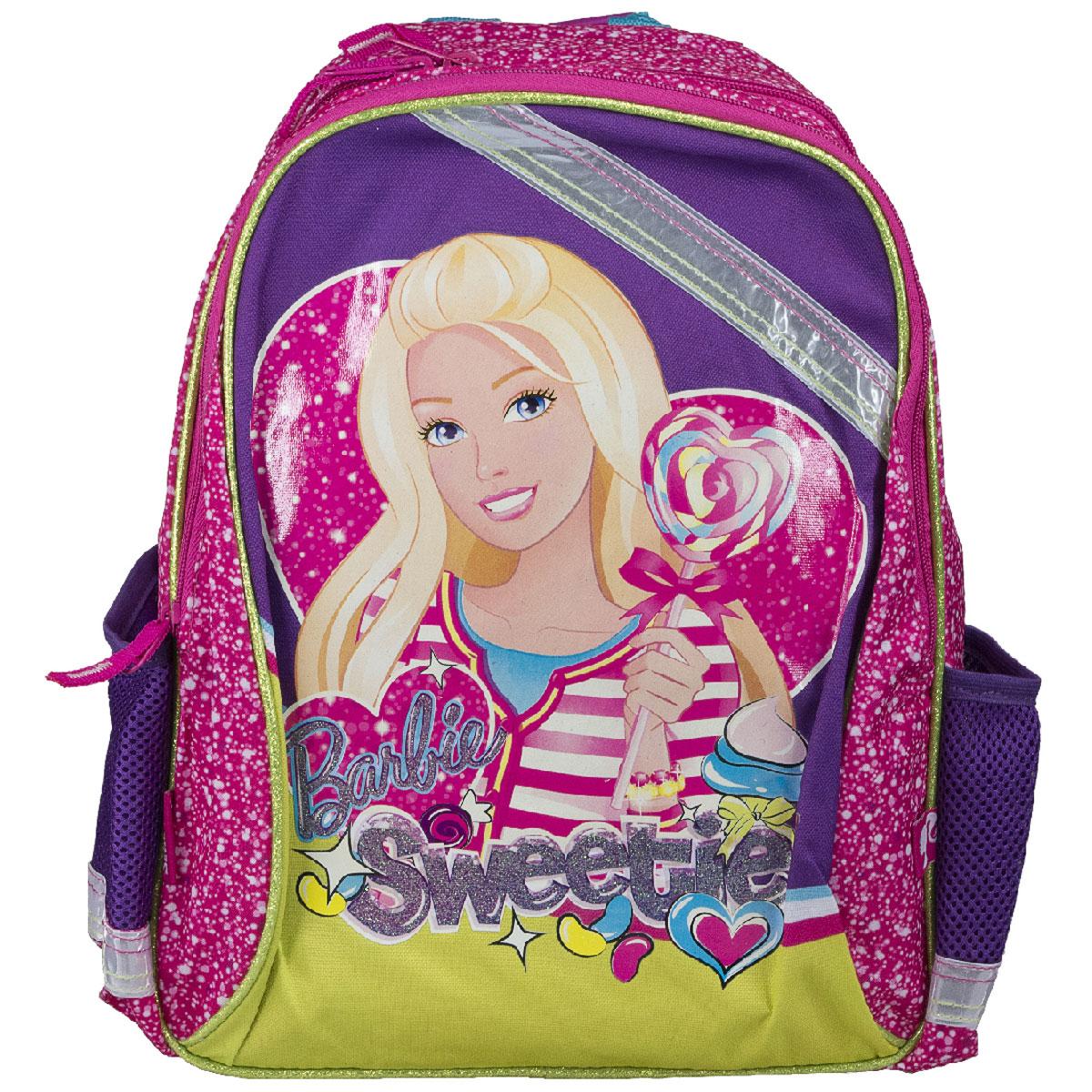 Рюкзак школьный Barbie Sweetie, цвет: розовый, фиолетовый. BRCB-MT1-977BRCB-MT1-977Рюкзак школьный Barbie Sweetie обязательно понравится вашей школьнице. Выполнен из прочных и высококачественных материалов, дополнен изображением очаровательной Барби. Содержит два вместительных отделения, закрывающиеся на застежки-молнии. В большом отделении находится перегородка для тетрадей или учебников. Дно рюкзака можно сделать жестким, разложив специальную панель с пластиковой вставкой, что повышает сохранность содержимого рюкзака и способствует правильному распределению нагрузки. По бокам расположены два накладных кармана-сетка. Конструкция спинки дополнена противоскользящей сеточкой и системой вентиляции для предотвращения запотевания спины ребенка. Мягкие широкие лямки позволяют легко и быстро отрегулировать рюкзак в соответствии с ростом. Рюкзак оснащен эргономичной ручкой для удобной переноски в руке. Светоотражающие элементы обеспечивают безопасность в темное время суток. Такой школьный рюкзак станет незаменимым спутником вашего ребенка в походах...