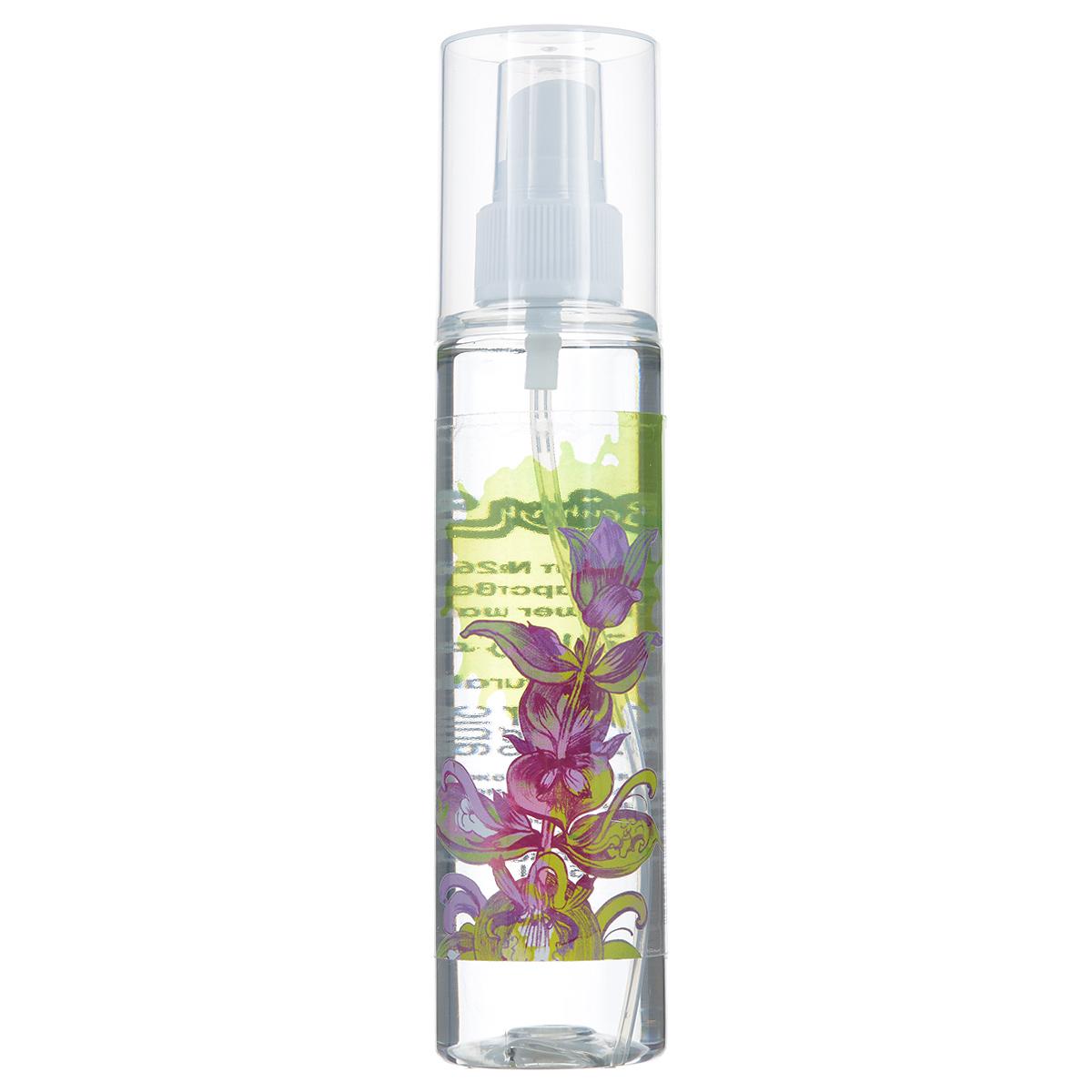 Зейтун Гидролат Шалфей лекарственный, 150 млFS-00897Гидролат шалфея лекарственного, обладающий характерным травяным запахом, особенно рекомендуем для ухода за жирной и комбинированной кожей. Он нормализует выделение кожного сала (себума), сужает поры, убирает угревую сыпь и прочие воспаления. Цветочная вода шалфея лекарственного обладает свойством липолиза, то есть помогает расщеплять жировые клетки. Поэтому советуем включать её в антицеллюлитные программы.Гидролат шалфея лекарственного вы можете использовать разными способами: • в качестве природного дезодоранта для тела и ног, • применять, как ополаскиватель после мытья тёмных волос для придания им блеска и сияния, • использовать для тонизации кожи во время антицеллюлитного массажа или ванны, • обеззараживать воздух в помещении во время эпидемий гриппа и ОРЗ, • ароматизировать воздух в сауне, • при уходе за жирной кожей хорошо сочетать с цветочной водой гамамелиса. • промокать укушенные насекомыми места ради устранения жжения, зуда, отёка, красноты.Цветочная вода шалфея лекарственного полностью натуральна, поэтому чувствительна к свету, высоким температурам и микроорганизмам, и храниться она может не более 12 месяцев, причём мы настоятельно рекомендуем держать её в холодильнике. В случае аллергической реакции (жжение, покраснение) следует использовать менее концентрированный раствор (разбавить водой в пропорции 1:3-1:4).