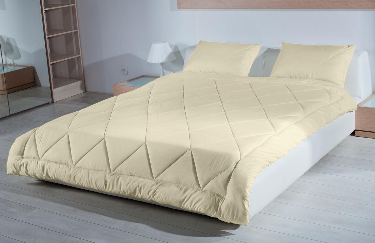 Одеяло Primavelle Camel, наполнитель: верблюжья шерсть, цвет: бежевый, 200 х 220 см120796106-СОдеяло Primavelle Camel - стильная и комфортная постельная принадлежность, которая подарит уют и позволит окунуться в здоровый и спокойный сон. Чехол одеяла выполнен из 100% хлопка. Наполнитель одеяла состоит из 70 % шерсти верблюда и 30% полиэфира. Стежка надежно удерживает наполнитель внутри и не позволяет ему скатываться. Верблюжья шерсть обладает уникальными, присущими только ей свойствами. Она прочнее и легче других видов шерсти, имеет полую структуру, благодаря которой лучше сохраняет тепло. В отличие от других видов, верблюжья шерсть не аллергична и не электролизуется. Входящий в её состав ланолин проникает в кожу, оказывая большое оздоровительное действие. Шерсть всегда была царицей тканей. Это объясняется тем, что она не только защищает от холода и излишнего тепла, отталкивает воду, поглощает влагу, но и удерживает воздух, устойчива к загрязнению, очень эластична и практична в использование. Одеяло упаковано в тканевый чехол на...