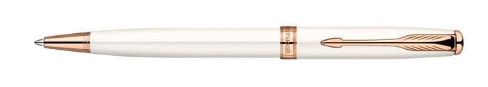 Ручка шариковая Sonnet Pearl Lacquer PGT. PARKER-S0947390PARKER-S0947390Ручка шариковая «Паркер Соннет Перл Лак Пи Джи Ти». Инструмент для письма, линия письма – средняя, цвет чернил – черный, в подарочной упаковке. Произведено во Франции.