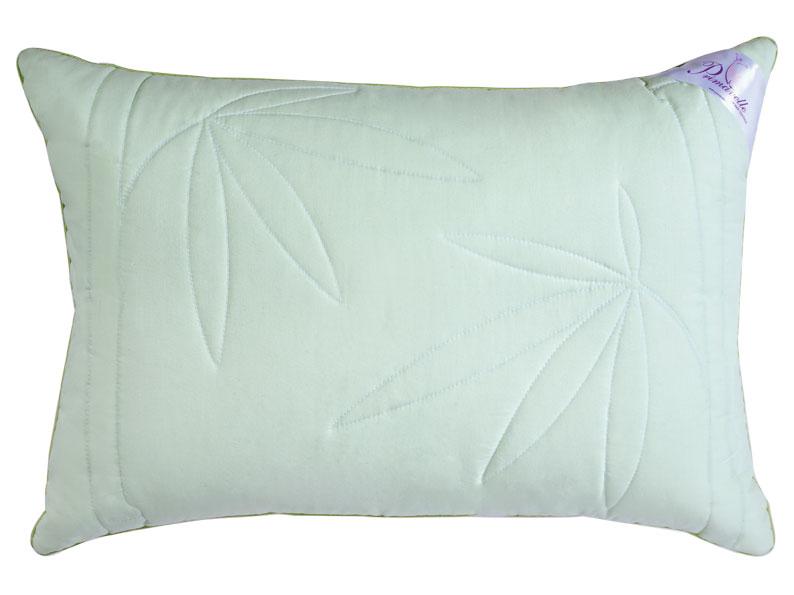 Подушка Bamboo, 50 х 72 см111560210Подушка Bamboo в хлопковой ткани имеет два слоя: верхний - пласт с волокном бамбука, внутренний - Экофайбер (лебяжий пух). Чехол нежного зеленого цвета оформлен художественной стежкой bamboo. Волокно бамбука - это натуральное волокно, которое имеет прекрасные вентилирующие свойства, позволяя коже дышать свободно. Оно обладает дезодорирующими и антибактериальными свойствами: 70% бактерий, попадающих на него, уничтожаются естественным образом. Экофайбер (искусственный лебяжий/гусиный пух) - многократно скрученный полый полиэстер, который обладает гипоаллергенными свойствами, не впитывает запахи, сохраняет форму и объем долгое время. Это экологически чистый высокотехнологичный заменитель пуха, который не вызывает аллергии, что очень важно для здоровья современного человека. Во время сна повторяет форму вашей головы и шеи, что делает ваш сон комфортным. Постельные принадлежности с наполнителем из бамбукового волокна идеально подходят людям, страдающим...