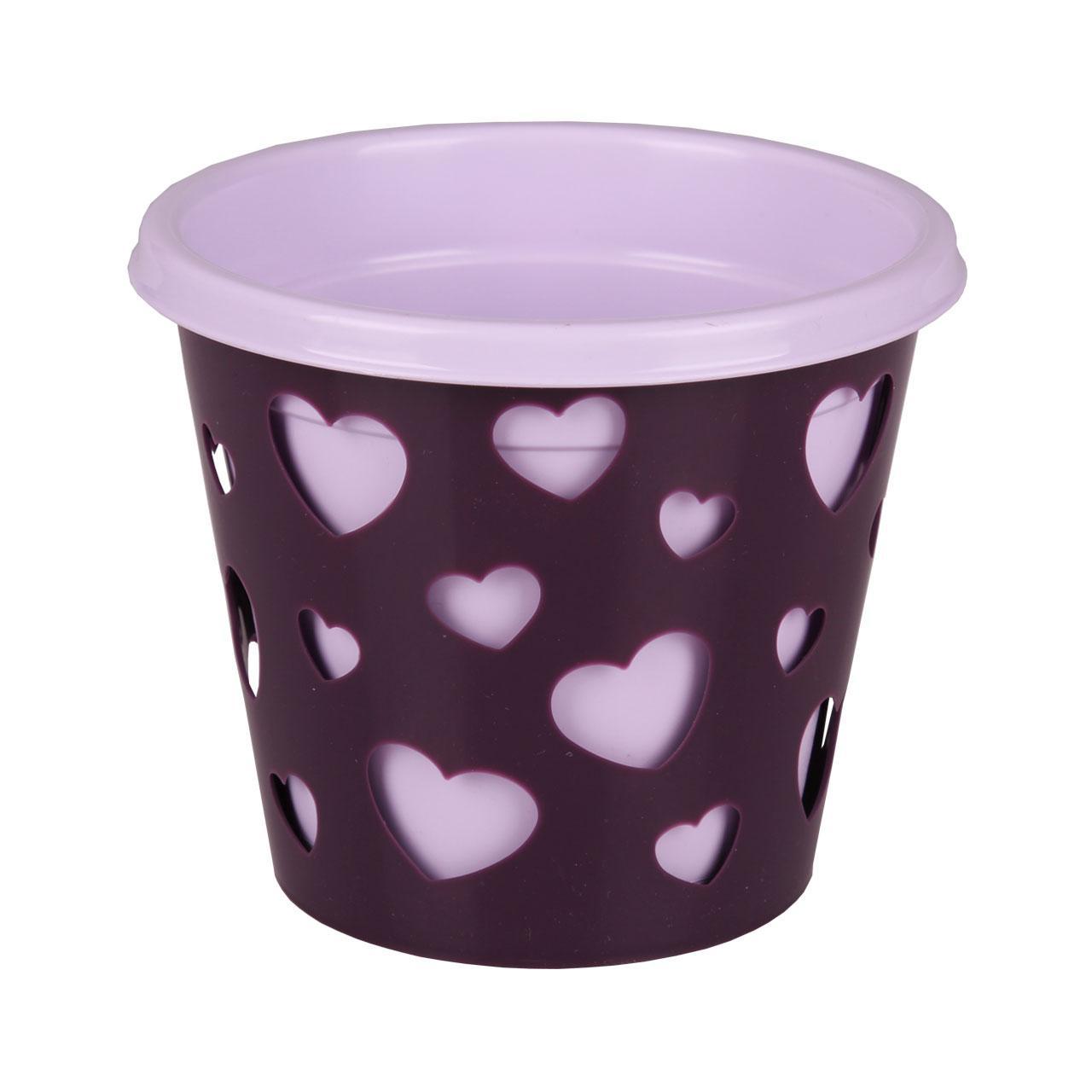 Горшок-кашпо Альтернатива Валентинка, со вставкой, цвет: светло-сиреневый, фиолетовый, 2 лМ4635Горшок-кашпо Альтернатива Валентинка выполнен из высококачественного пластика. Стенки изделия декорированы перфорацией в виде сердец разного размера. В комплекте пластиковая вставка, которая вставляется в горшок-кашпо. Такой горшок-кашпо прекрасно подойдет для выращивания растений и цветов в домашних условиях. Лаконичный дизайн впишется в интерьер любого помещения. Размер горшка: 17 см х 17 см х 16,5 см. Размер вставки: 18 см х 18 см х 16 см. Объем: 2 л.