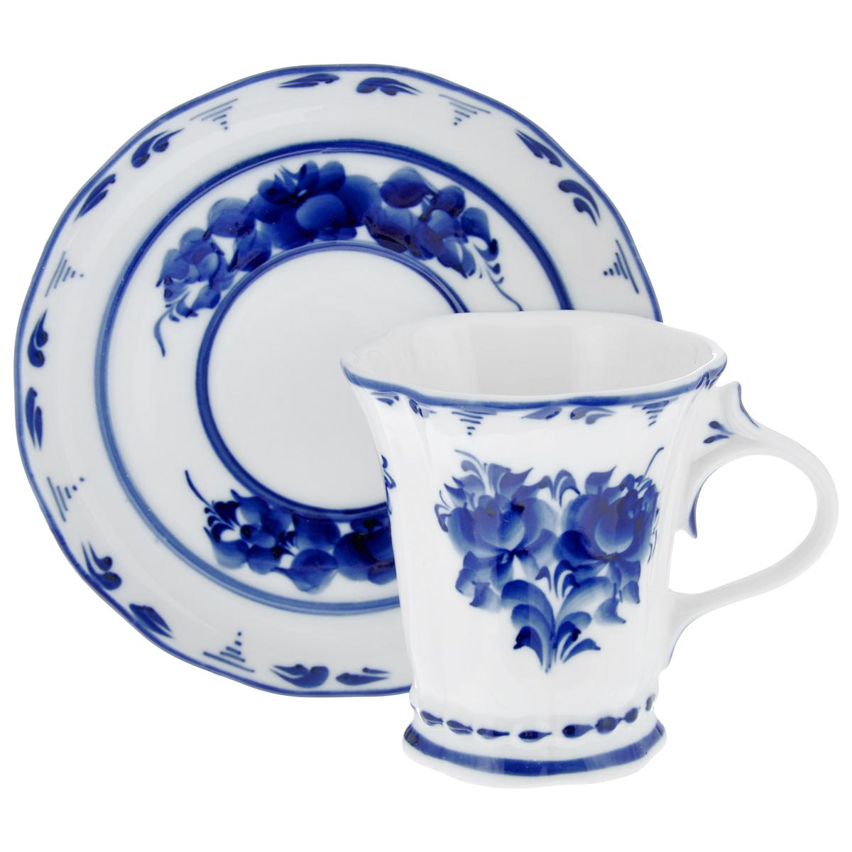 Чайная пара Катерина, цвет: белый, синий, 2 предмета. 993010111993010111Чайная пара Катерина состоит из чашки и блюдца, изготовленных из фарфора белого цвета, и расписаны вручную. Яркий дизайн, несомненно, придется вам по вкусу. Чайная пара Катерина украсит ваш кухонный стол, а также станет замечательным подарком к любому празднику. Не применять абразивные чистящие средства. Не использовать в микроволновой печи. Мыть с применением нейтральных моющих средств. Не рекомендуется использовать в посудомоечных машинах. Объем чашки: 250 мл. Диаметр чашки по верхнему краю: 8,5 см. Диаметр основания: 6 см. Высота чашки: 9,5 см. Диаметр блюдца: 15,5 см.