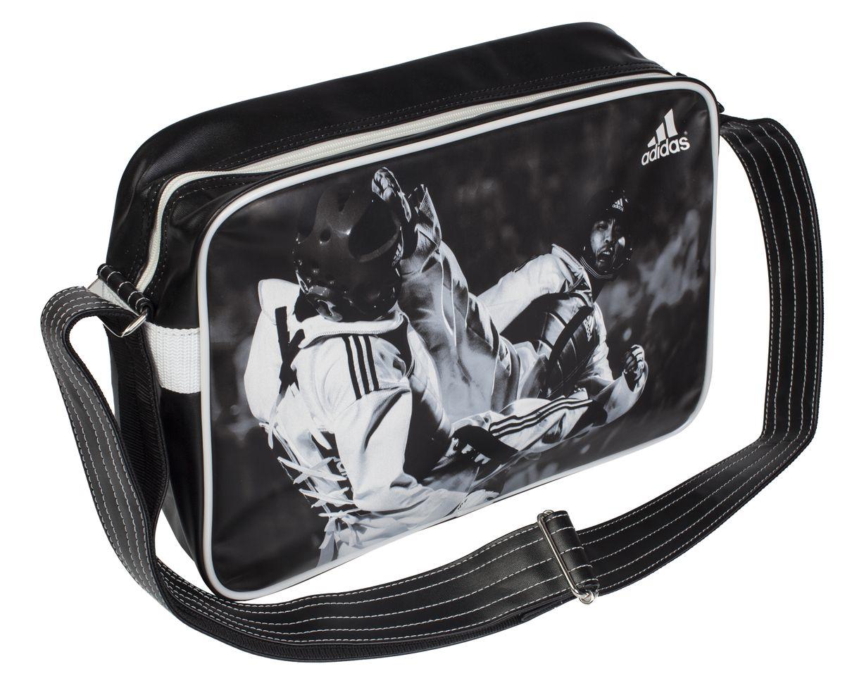 Сумка спортивная Adidas Sports Bag Taekwondo, цвет: черный, белый. Размер SГризлиСпортивная сумка Adidas Sports Bag Taekwondo изготовлена из искусственной кожи. Лицевая сторона сумки оформлена оригинальным принтом. Она предназначена для переноски и хранения спортивного инвентаря и других нужных для занятия спортом предметов. Сумка состоит из 1 большого отделения. Имеет удобный плечевой ремень.