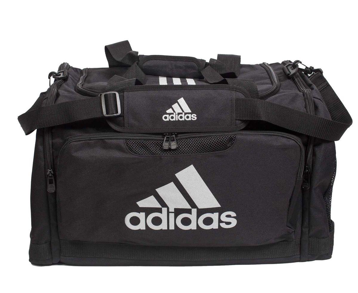 Сумка спортивная Adidas Nylon Team Bag Taekwondo, цвет: черный. Размер МadiACC104LUX-TСпортивная сумка Adidas Nylon Team Bag Taekwondo изготовлена из полиэстера. Лицевая сторона сумки оформлена оригинальным принтом. Она предназначена для переноски и хранения спортивного инвентаря и других нужных для занятия спортом предметов. Сумка состоит из 1 большого отделения и 3 внешних карманов. Имеет удобный плечевой ремень.