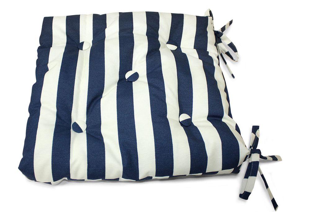 Подушка на стул Виго, цвет: синий, белый, 40 см х 40 смUN112017640Подушка на стул Виго выполнена из хлопка и полиэстера с полосатым принтом, наполнена мягким полиэфиром и украшена пятью декоративными пуговицами, обтянутыми тканью. Подушка легко крепится к стулу с помощью четырех завязок. Длина каждой завязки: 32 см. Чехол несъемный. Правильно сидеть - значит сохранить здоровье на долгие годы. Жесткие сидения подвергают наше здоровье опасности. Подушка с наполнителем из полиэфира поможет предотвратить многие беды, которыми грозит сидячий образ жизни.