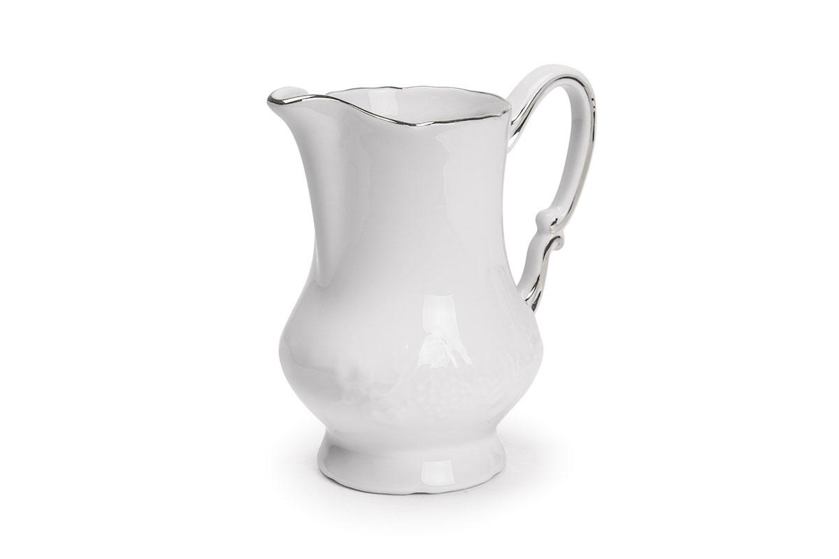 Молочник La Rose Des Sables Vendanges, цвет: белый, серебристый, 220 мл6 930 220 019Молочник La Rose Des Sables Vendanges изготовлен из высококачественного фарфора. Украшен рельефным изображением цветов. Предназначен для подачи сливок и молока. Элегантный молочник изящного, но в тоже время простого дизайна, станет прекрасным украшением стола к чаепитию. Не использовать в СВЧ и посудомоечной машине. Размер молочника (по верхнему краю): 7 см х 5,5 см. Высота молочника: 11,5 см. Объем молочника: 220 мл.