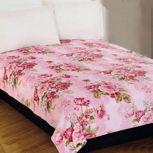 Плед Amore Mio Roses, цвет: розовый, зеленый, 180 х 230 см68241Мягкий, теплый и уютный плед Amore Mio Roses изготовлен из фланели (100% полиэстер). Благодаря своей структуре плед отлично удерживает тепло, не накапливает статическое электричество. Фланель - мягкий материал, гипоаллергенен и экологичен. Благодаря уникальной технологии окрашивания, плед прекрасно отстирывается, не линяет и не скатывается. Изделие легко стирается, быстро сохнет и практически не мнется.