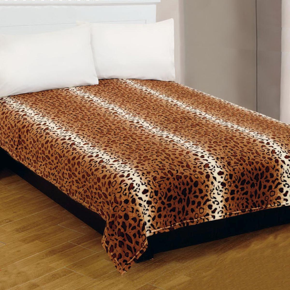 Плед Amore Mio Leopardi, цвет: коричневый, белый, 180 х 230 см68242Мягкий, теплый и уютный плед Amore Mio Leopardi изготовлен из фланели (100% полиэстер). Благодаря своей структуре плед отлично удерживает тепло, не накапливает статическое электричество. Фланель - мягкий материал, гипоаллергенен и экологичен. Благодаря уникальной технологии окрашивания, плед прекрасно отстирывается, не линяет и не скатывается. Изделие легко стирается, быстро сохнет и практически не мнется.