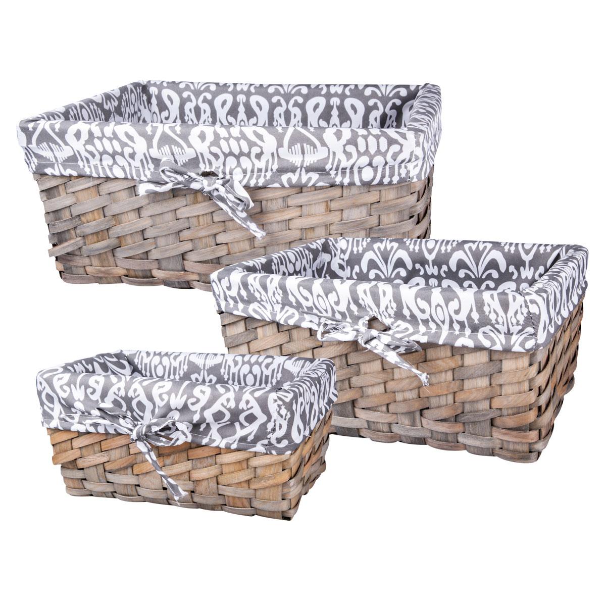 Набор плетеных корзинок Miolla, 3 шт. QL400435QL400435Набор Miolla состоит из трех прямоугольных плетеных корзинок разного размера. Изделия выполнены из плетеной древесины и обтянуты тканью с оригинальным принтом. Такие корзинки прекрасно подойдут для хранения хлеба и других хлебобулочных изделий, печенья, а также бытовых принадлежностей и различных мелочей. Стильный дизайн корзинок сделает их украшением интерьера помещения. Подойдут для кухни, спальни, прихожей, ванной. Размер малой корзины: 28 см х 16 см х 13 см. Размер средней корзины: 33 см х 22 см х 15 см. Размер большой корзины: 38 см х 26 см х 17 см.