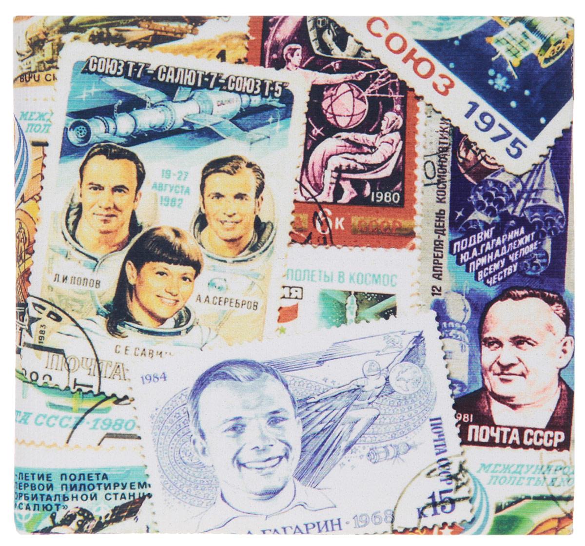 Кошелек Космос (марки). KZAM020INT-06501Авторский, неповторимый кошелек от Mitya Veselkov Космос (марки) выполнен из синтетического материала и оформлен принтом в виде марок с изображением космонавтов.Кошелек раскладывается пополам и содержит отделение для купюр и два врезных кармана для кредитных карт или визиток.Стильный кошелек Mitya Veselkov Космос (марки) станет отличным подарком для творческого человека.