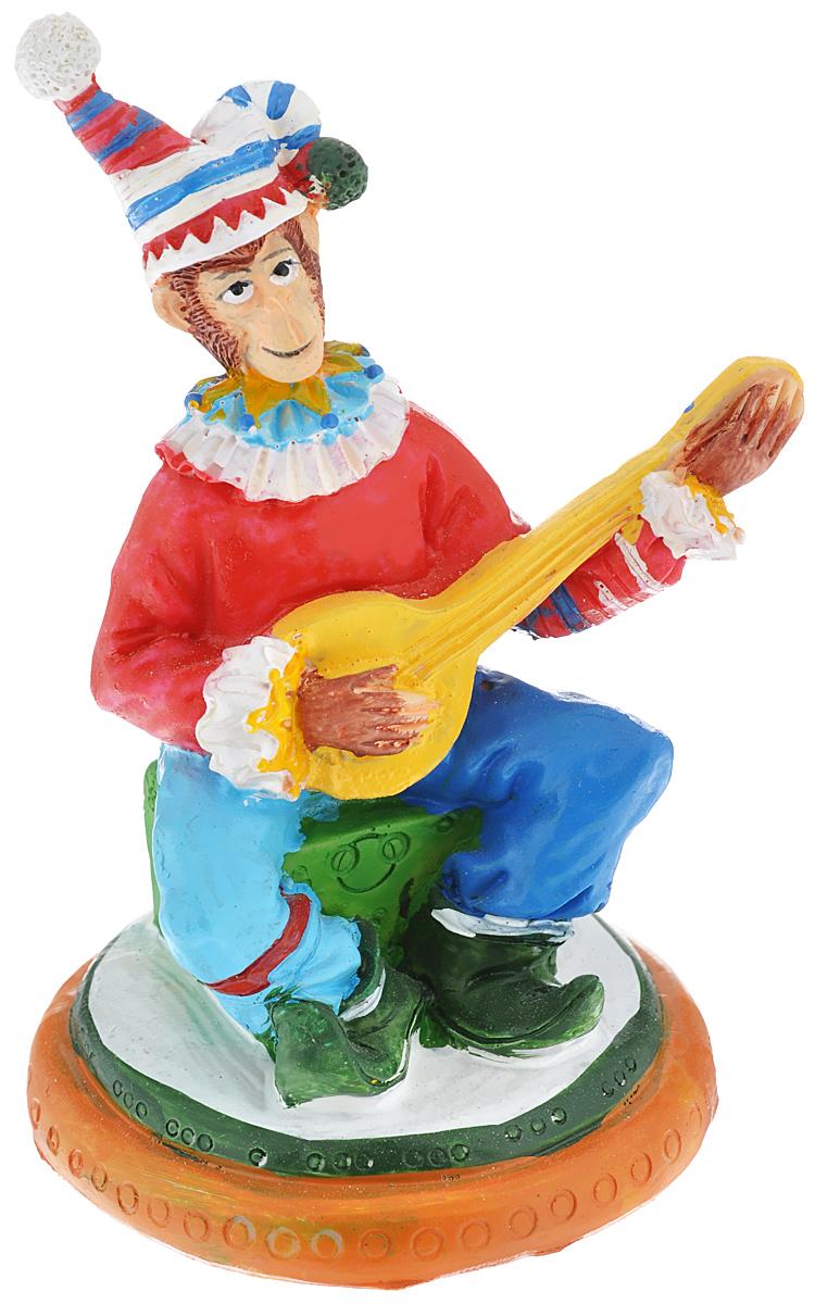 Фигурка декоративная Обезьяна-клоун с гитарой, 9 см х 7,5 см х 12,3 см38288Новогодняя декоративная фигурка Обезьяна-клоун с гитарой прекрасно подойдет для праздничного декора вашего дома. Сувенир выполнен из высококачественного полирезина в форме клоуна с гитарой. Такая фигурка оформит интерьер вашего дома или офиса в преддверии Нового года. Оригинальный дизайн и красочное исполнение создадут праздничное настроение. Кроме того, это отличный вариант подарка для ваших близких и друзей.