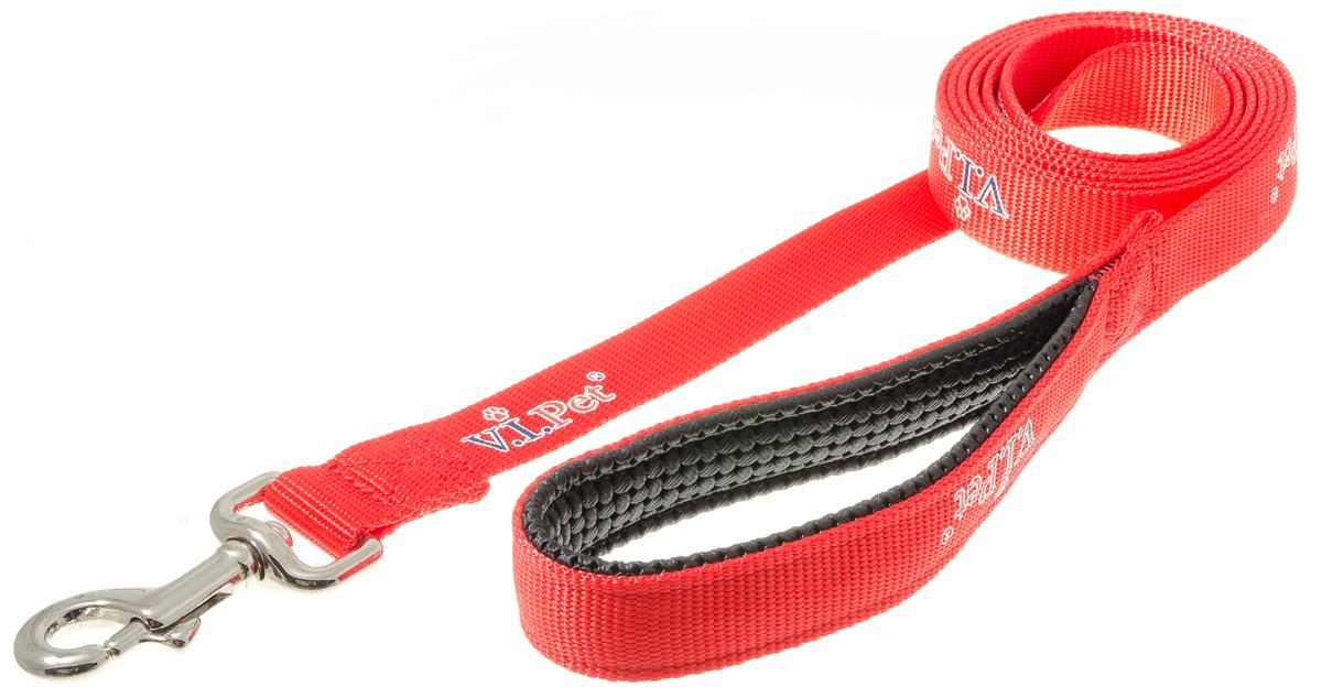 Поводок для собак V.I.Pet, цвет: красный, ширина 25 мм, длина 2 м73-2499Поводок V.I.Pet с мягкой ручкой из гипоаллергенного материала смягчает рывки и делает комфортным выгул собаки. Материал поводка отличается повышенной прочностью, мало подвержен механическому воздействию, поэтому надолго сохранит аккуратный внешний вид и насыщенность цвета. Вращающийся вертлюг карабина предотвращает перекручивание поводка.