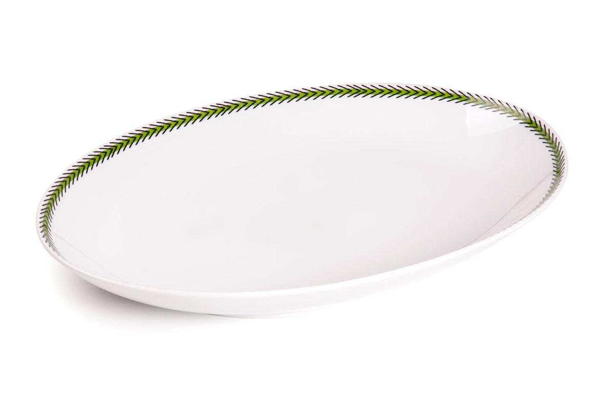 Блюдо овальное La Rose Des Sables Monalisa, цвет: белый, зеленый, 22 см х 15 смVT-1520(SR)Овальное блюдо La Rose Des Sables Monalisa - прекрасное дополнение праздничного стола. Изделие выполнено из высококачественного фарфора и по кромке оформлено оригинальным орнаментом. Фарфор марки La Rose Des Sables изготавливается из уникальной белой глины, которая добывается во Франции, в знаменитой провинции Лимож. Особые свойства этой глины, открытые еще в 18 веке, позволяют создать удивительно тонкую, легкую и при этом прочную посуду. Лиможский фарфор известен по всему миру. Это символ утонченности, аристократизма и знак высокого вкуса. Продукция импортируется в европейские страны и производится под брендом La Rose des Sables, что в переводе означает Роза песков. Преимущества этого фарфора заключаются в устойчивости к сколам и трещинам, что возможно благодаря двойному термическому обжигу. Посуда имеет маркировку Pate de Limoges, подтверждающую, что сырье для ее изготовления добыто именно в провинции Лимож, а качество соответствует европейским стандартам. Производство расположено в Тунисе. Коллекции бренда La Rose Des Sables самые разнообразные, от изделий в лаконичном и современном дизайне - отличный выбор на каждый день, до роскошной посуды с позолотой - для особого случая и праздничной сервировки стола.