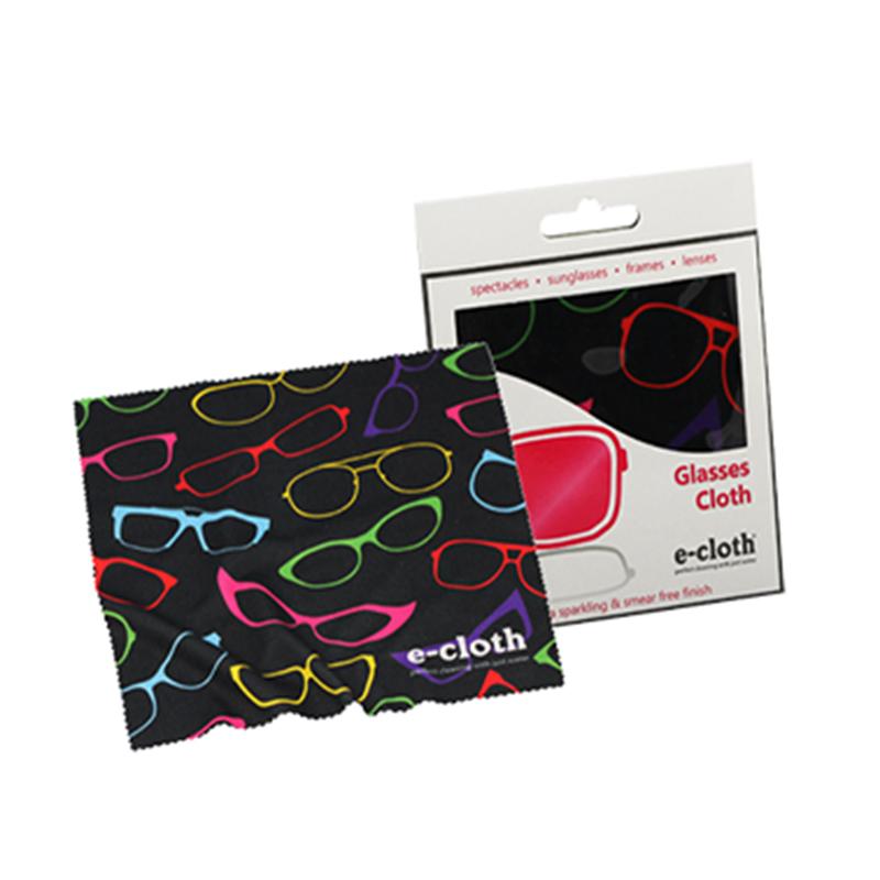 Салфетка для очков E-cloth, 19 х 19 см20430Салфетка E-cloth состоит на 80% из полиэстера и на 20% из полиамида. Мягкая ткань легко удаляет следы от пальцев с линз и оправ. Салфетка так же идеально подходит для очистки объективов фото и видеокамер. Изделие выдерживает до 300 циклов стирки без потери эффективности. Можно стирать в стиральной машине. Размер: 19 см х 19 см.