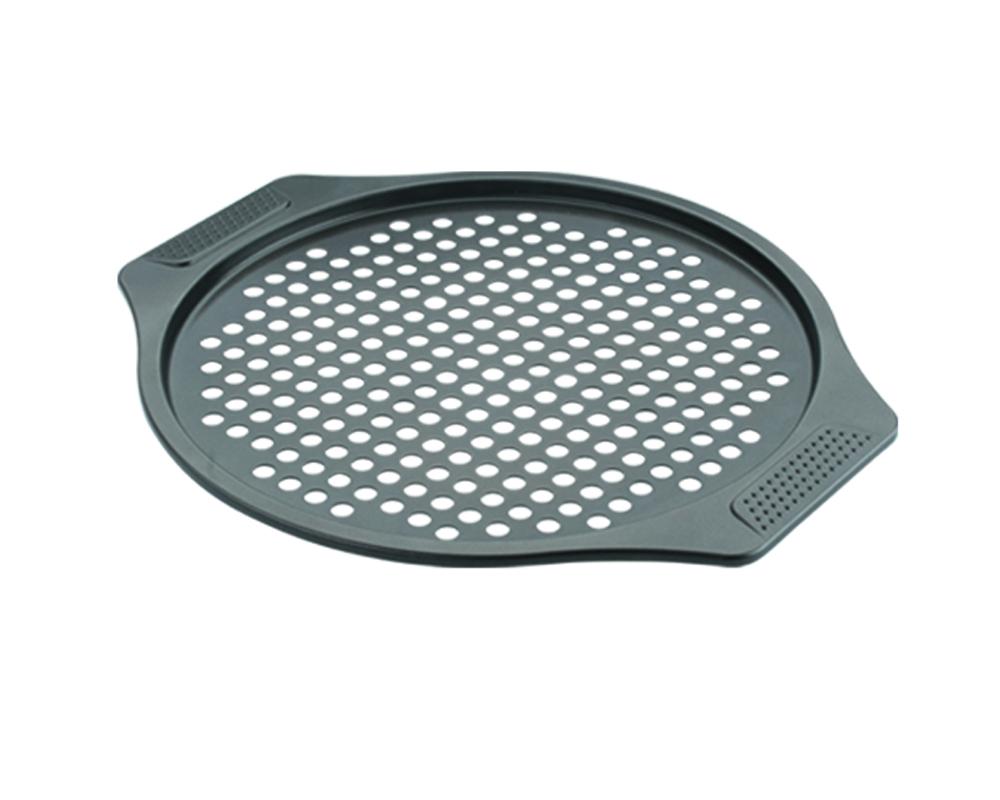 Форма для пиццы Dekok, перфорированная, с антипригарным покрытием, диаметр 30 смBW-102Круглая форма для пиццы Dekok изготовлена из углеродистой стали с антипригарным покрытием Xylan. Покрытие экологичное и безопасное для здоровья, оно не содержит примеси PFOA, свинца и кадмия. Дно формы перфорированное. Благодаря антипригарному покрытию нет необходимости использовать подсолнечное масло. Пища не пригорает и не прилипает к стенкам, легко достается из формы, сохраняя при этом аккуратный внешний вид. Изделие снабжено удобными ручками. Оно прослужит долго и обеспечит легкое и удобное приготовление вашей любимой пиццы. Можно использовать в духовом шкафу при температуре до 230°С. Внутренний диаметр формы: 30 см. Размер формы с учетом ручек: 38,5 см х 33,5 см х 1,3 см.