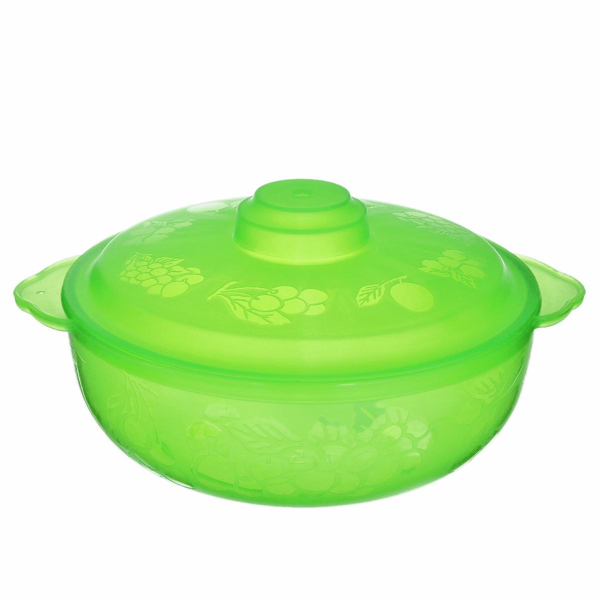 Чаша Альтернатива Хозяюшка, с крышкой, цвет: салатовый, 1,5 лМ505Вместительная чаша круглой формы Хозяюшка изготовлена из высококачественного пищевого пластика. Изделие, оснащенное крышкой, очень функциональное, оно пригодится на кухне для самых разнообразных нужд: в качестве салатника, миски, тарелки. По периметру миска украшена узором в виде фруктов. Диаметр миски: 18 см. Высота миски (без учета крышки): 7 см.