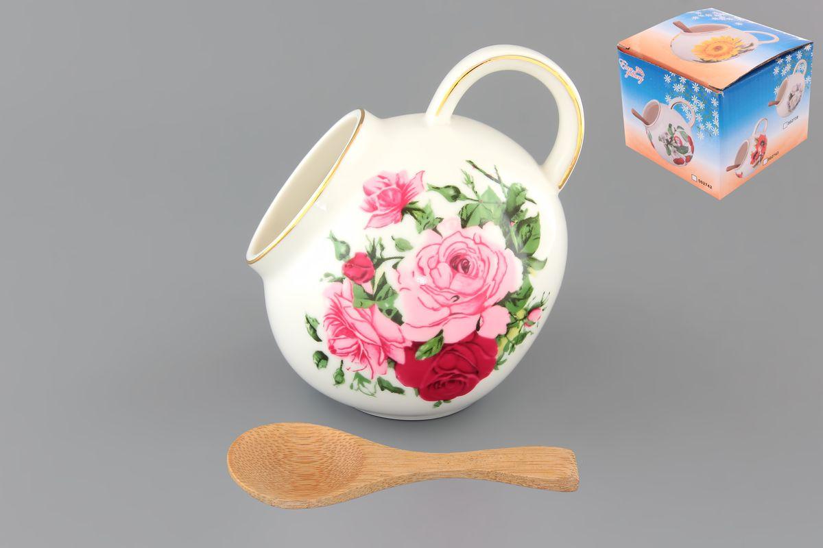 Банка для соли Elan Gallery Аромат роз, с ложкой, 300 мл503702Банка для соли Elan Gallery Аромат роз, изготовленная из высококачественной керамики, подойдет не только для соли, но и для сахара, специй и даже меда. Благодаря наклонной форме и ручке, она очень удобна в использовании. Изделие оформлено рисунком с изображением цветочков. В комплект входит деревянная ложечка. Такая банка для соли стильно оформит интерьер кухни. Диаметр (по верхнему краю): 5 см. Высота (с учетом ручки): 10 см. Длина ложки: 10 см.