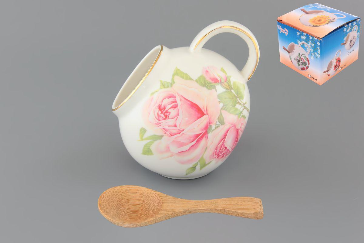 Банка для соли Elan Gallery Розовая фантазия, с ложкой, 300 мл503708Банка для соли Elan Gallery Розовая фантазия, изготовленная из высококачественной керамики, подойдет не только для соли, но и для сахара, специй и даже меда. Благодаря наклонной форме и ручке, она очень удобна в использовании. Изделие оформлено цветочным рисунком. В комплект входит деревянная ложечка. Такая банка для соли стильно оформит интерьер кухни. Диаметр (по верхнему краю): 5 см. Высота (с учетом ручки): 10 см. Длина ложки: 10 см.
