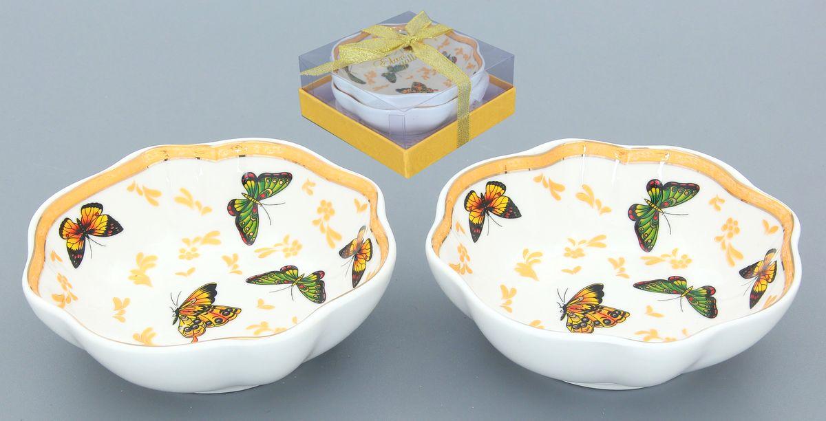 Розетка для варенья Elan Gallery Бабочки, 100 мл, 2 шт730461Розетка для варенья Elan Gallery Бабочки изготовлена из высококачественной керамики и украшена ярким изображением бабочек. Изделие отлично подойдет для подачи на стол меда или варенья. Такая розетка украсит ваш праздничный или обеденный стол, а яркое оформление понравится любой хозяйке. Диаметр (по верхнему краю): 10 см. Высота: 3,5 см. Объем: 100 мл.