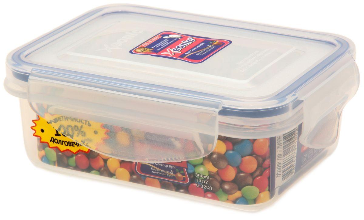 Контейнер Xeonic, цвет: прозрачный, синий, 300 мл810014Пластиковые герметичные контейнеры для хранения продуктов Xeonic произведены из высококачественных материалов, имеют 100% герметичность, термоустойчивы, могут быть использованы в микроволновой печи и в морозильной камере, устойчивы к воздействию масел и жиров, не впитывают запах. Удобны в использовании, долговечны, легко открываются и закрываются, не занимают много места, можно мыть в посудомоечной машине. Размер: 11,5 см х 8 см х 4 см.