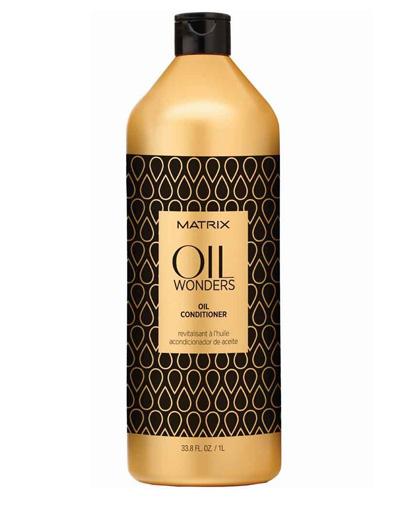 Matrix Oil Wonders Кондиционер 1 ЛP0959000Невесомый кондиционер,обогащенный Марокканским аргановым маслом, придает дополнительное сияние, разглаживая кутикулу волоса, тем самым упрощая процесс укладки. Средство возвращает волосам дисциплину, делает их мягкими на ощупь.