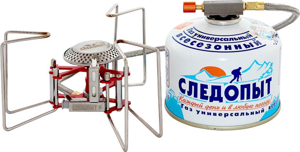 Горелка газовая Следопыт Ручной паук24492Газовая горелка Следопыт Ручной паук - это недорогая, компактная и практичная горелка с гибким топливным шлангом длиной 50 см и встроенной системой пьезоэлектрического розжига. Эта горелка очень выгодно отличается высоким качеством изготовления и особой конструкцией варочных упоров, которые способны выдержать нагрузку до 25 кг. Поэтому вы без особых проблем можете использовать горелку при работе с большими объемами, она с легкостью справится даже с ведром воды. Для хранения и транспортировки в комплекте поставляется тканевый чехол, который защищает изделие от загрязнения. Для питания используются газовые смеси в баллонах PF-FG-230 (230 г) и PF-FG-450 (450 г) с резьбовым клапаном, а также баллоны PF-FG-220 (220 г) с клапаном нажимного типа и с цанговым патроном, используя переходники PF-GSA-01 или PF-GSA-03. Все аксессуары для горелки приобретаются отдельно. Рекомендуется для использования во время путешествий в больших группах туристов (до 8-10 человек), а также будет очень выгодным приобретением для индивидуального использования на кемпинге, рыбалке, во время длительных походов и экспедиций. Характеристики: Мощность горелки: 3,2 кВт. Расход топлива: 140 г/ч. Диаметр горелки: 50 мм. Вес горелки: 200 г. Размер в разложенном виде: 160 мм х 75 мм. Размер в походном положении: 90 мм х 90 мм х 75 мм. Максимальный диаметр используемой посуды: 25 см. Максимальная вертикальная нагрузка: 25 кг (25 л воды).