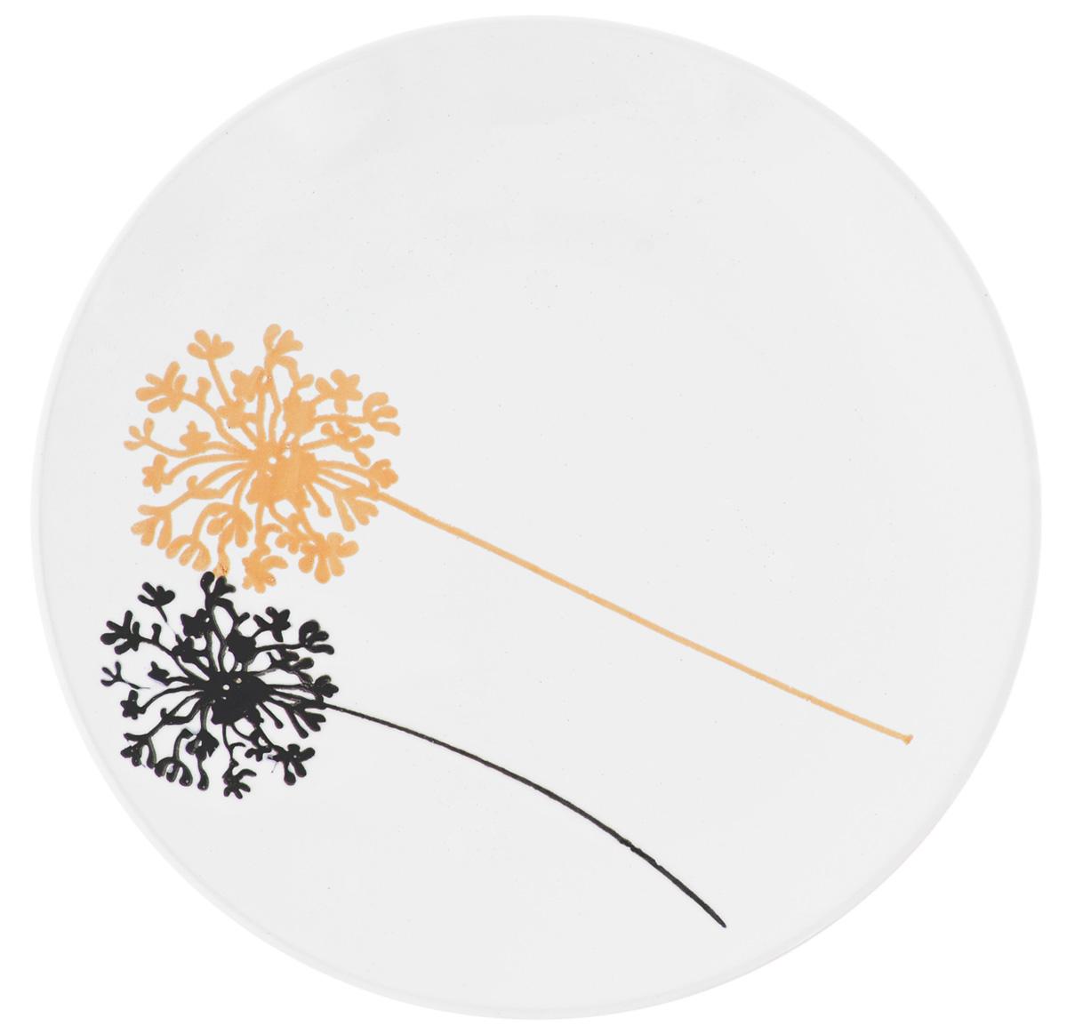 Тарелка десертная Wing Star Модерн, диаметр 20 смLJ253SPТарелка десертная Wing Star Модерн изготовлена из высококачественной керамики. Предназначена для красивой подачи различных блюд. Изделие декорировано ярким рисунком. Wing Star - качественная керамическая посуда из обожженной, глазурованной снаружи и изнутри глины с оригинальными рисунками. При изготовлении данной посуды широко используется рельефный способ нанесения декора, когда рельефная поверхность подготавливается в процессе формовки и изделие обрабатывается с уже готовым декором. Благодаря этому достигается эффект неровного на ощупь рисунка, как бы утопленного внутрь глазури и являющегося его естественным элементом. Такая тарелка украсит сервировку стола и подчеркнет прекрасный вкус хозяйки. Можно мыть в посудомоечной машине и использовать в СВЧ. Диаметр: 20 см. Высота: 2,5 см.