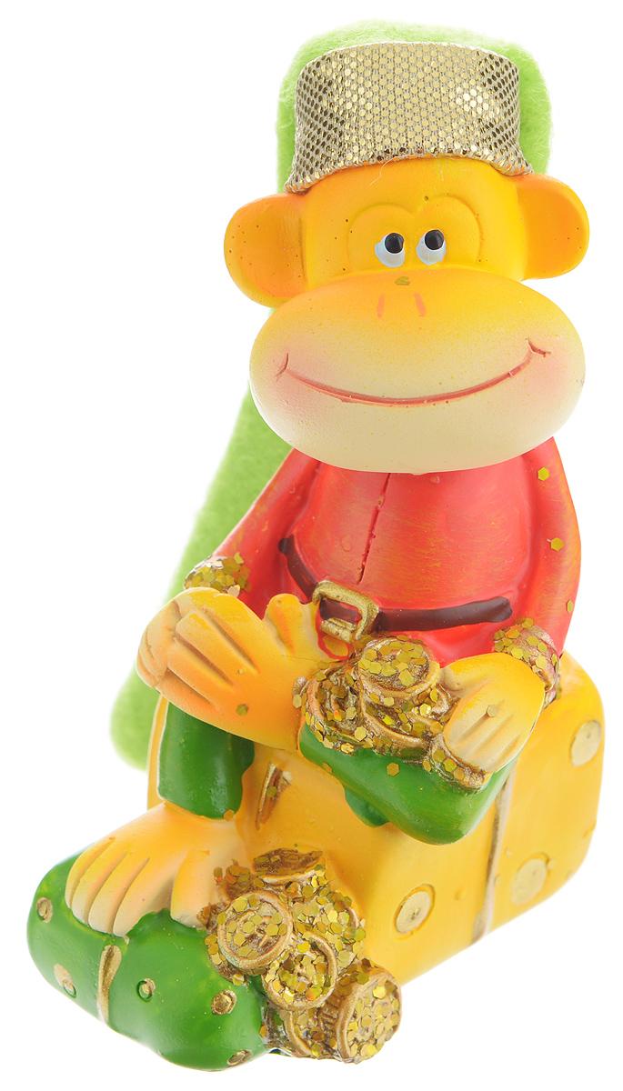 Сувенир Sima-land Обезьянка в колпаке на подарке, высота 9 см1056317_розовый подарок, зеленая рубашкаСувенир Sima-land Обезьянка в колпаке на подарке выполнен из высококачественной керамики в виде забавной обезьянки, сидящей на подарке. Такой сувенир станет отличным подарком родным или друзьям на Новый год, а также он украсит интерьер вашего дома или офиса.