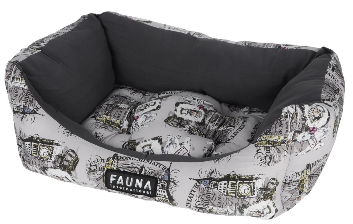 Лежак для собак и кошек Fauna London, цвет: серый, белый, 62 см х 48 см х 21 см0120710Лежак Fauna London предназначен для собак мелких пород икошек. Выполнен из износостойкого хлопка и наполнителя из упругой фибры. Такойнаполнитель прекрасно держит форму и сохраняет свои свойства даже послемногократных стирок. Лежак очень удобный и уютный и оснащен высокими бортиками. Стежка надежноудерживает синтепон внутри и не позволяет ему скатываться. Ваш любимец сразуже захочет забраться на лежак,там он сможет отдохнуть и подремать в свое удовольствие. Компактные размеры позволят поместить лежак, где угодно, а приятная цветоваягамма сделает егооригинальным дополнением к любому интерьеру.