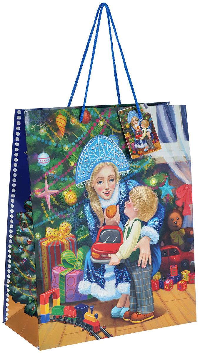 Пакет подарочный Феникс-презент Снегурочка с малышом, 26 х 32,4 х 12,7 см38545Подарочный пакет Феникс-презент Снегурочка с малышом, изготовленный из плотной бумаги, станет незаменимым дополнением к выбранному подарку. Дно изделия укреплено картоном, который позволяет сохранить форму пакета и исключает возможность деформации дна под тяжестью подарка. Для удобной переноски на пакете имеются две ручки из шнурков. Подарок, преподнесенный в оригинальной упаковке, всегда будет самым эффектным и запоминающимся. Окружите близких людей вниманием и заботой, вручив презент в нарядном, праздничном оформлении.