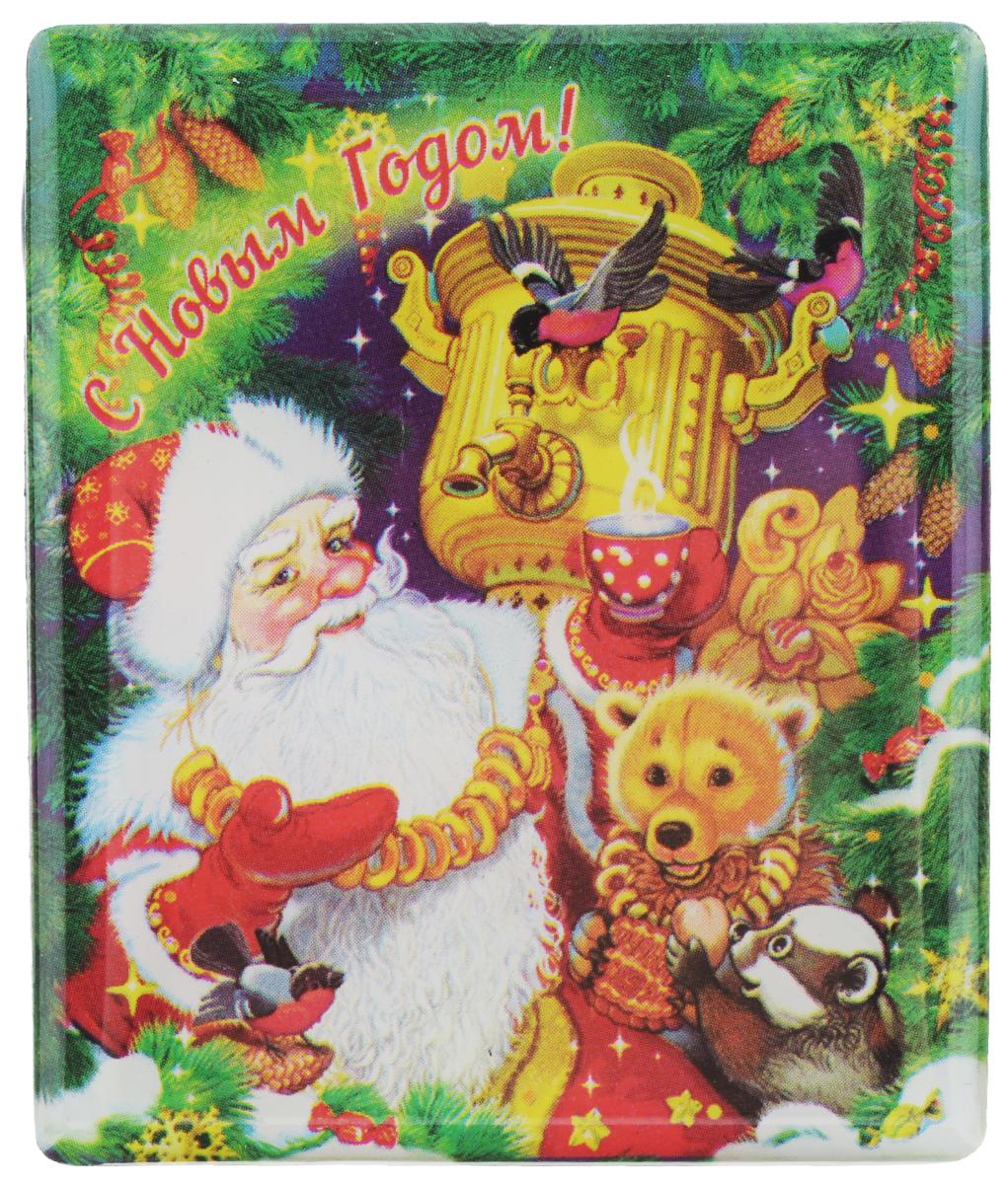 Магнит Феникс-презент Дед Мороз с самоваром, 6 x 5 смUP210DFМагнит прямоугольной формы Феникс-презент Дед Мороз с самоваром, выполненный из агломерированного феррита, станет приятным штрихом в повседневной жизни. Оригинальный магнит, декорированный изображением Деда Мороза и забавных зверят, поможет вам украсить не только холодильник, но и любую другую магнитную поверхность. Материал: агломерированный феррит.
