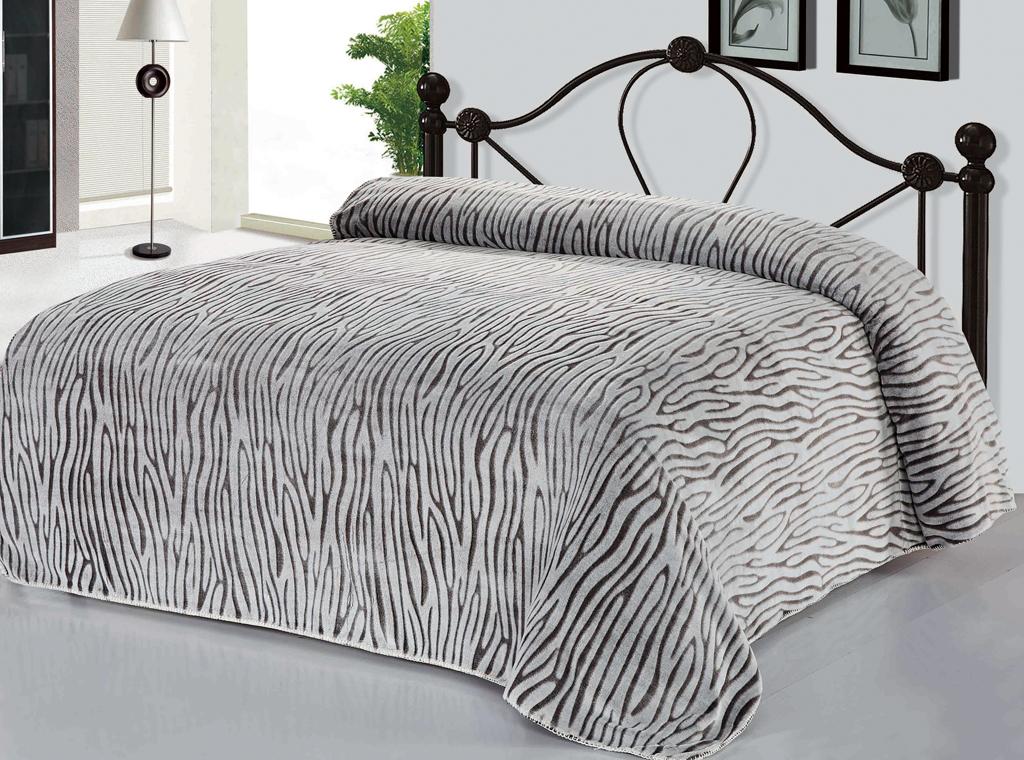 Плед SL, цвет: серый, 200 х 220 см. 10398115915102-44SРоскошный плед Soft Line гармонично впишется в интерьер вашего дома и создаст атмосферу уюта и комфорта. Плед выполнен из мягкого и приятного на ощупь флиса (100% полиэстер). Высочайшее качество материала гарантирует безопасность не только взрослых, но и самых маленьких членов семьи.Плед - это такой подарок, который будет всегда актуален, особенно для ваших родных и близких, ведь вы дарите им частичку своего тепла!Soft Line предлагает широкий ассортимент высококачественного домашнего текстиля разных направлений и стилей. Это и постельное белье из тканей различных фактур и орнаментов, а также мягкие теплые пледы, красивые покрывала, воздушные банные халаты, текстиль для гостиниц и домов отдыха, практичные наматрасники, изысканные шторы, полотенца и разнообразное столовое белье. Soft Line - это ваш путеводитель по мягкому миру текстиля, полному удивительных достопримечательностей. Постельное белье марки Soft Line подарит вам радость и комфорт!