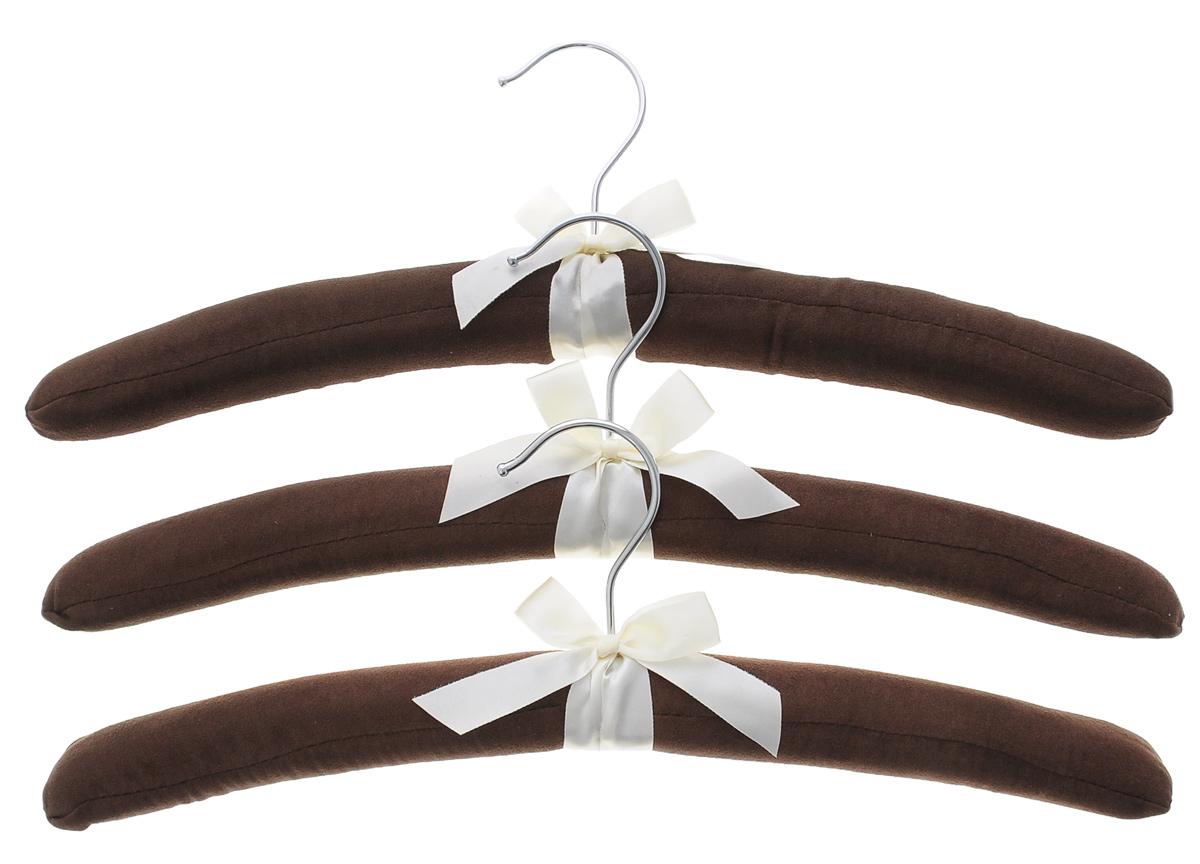 Набор вешалок для одежды El Casa, цвет: коричневый, молочный, 3 шт150058Набор вешалок El Casa, изготовленный из дерева и замши, идеально подойдет для деликатной одежды из шерсти и нежных тканей. С ним ваша одежда избежит ненужных растяжек и провисаний. Набор El Casa станет практичным и полезным в вашем гардеробе. Комплектация: 3 шт. Размер вешалки: 11 см х 38 см х 3,5 см.