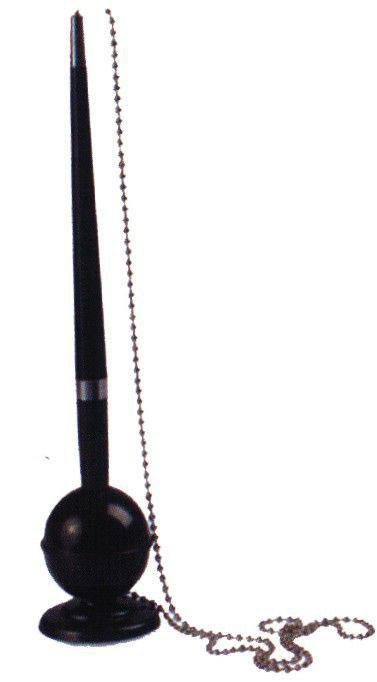 Ручка шариковая на подставке 82287 (черная с синими чернилами)610842Стильная шариковая ручка - очень полезный аксессуар в любой ситуации. Оригинальная подставка прикрепляется к любой поверхности, ручка крепится к подставке на металлическую цепочку.