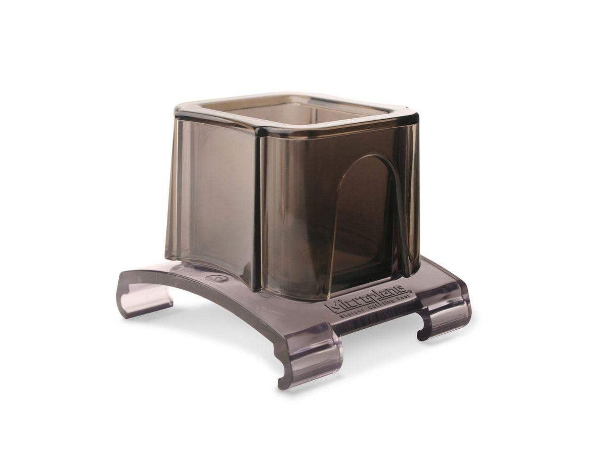 Насадка для терки Microplane38057Насадка для терки Microplane, изготовленная из пластика, защитит ваши руки при натирании мелких продуктов – чеснока, специй, редиса, орехов и прочих. Такой уникальный предмет станет незаменимым помощником на вашей кухне и понравится любой хозяйке. Насадка также подходит к теркам серии Gourmet. Можно мыть в посудомоечной машине. Microplane - это легендарные американские терки. Продукцией Microplane пользуются все известные кулинары и повара всего мира, среди них знаменитый шеф-повар Джейми Оливер. Вся продукция Microplane производится на собственном заводе в США. Для изготовления терок Microplane используют самую качественную нержавеющую сталь. Благодаря уникальному химическому составу стали, продукция Microplane не окисляется и сохраняет большее количество витаминов и полезных веществ в продуктах. Для производства продукции Microplane используются нержавеющие стали высокой твердости, поэтому продукция Microplane не тупится годами....