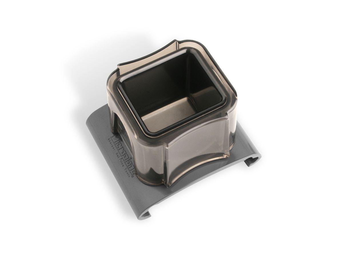 Насадка-слайдер для терки Microplane44057Насадка-слайдер Microplane выполнена из пластика и предназначена для защиты рук при натирании мелких продуктов - чеснока, специй, редиса, орехов и прочего. Такой уникальный предмет станет незаменимым помощником на вашей кухне и понравится любой хозяйке. Можно мыть в посудомоечной машине.