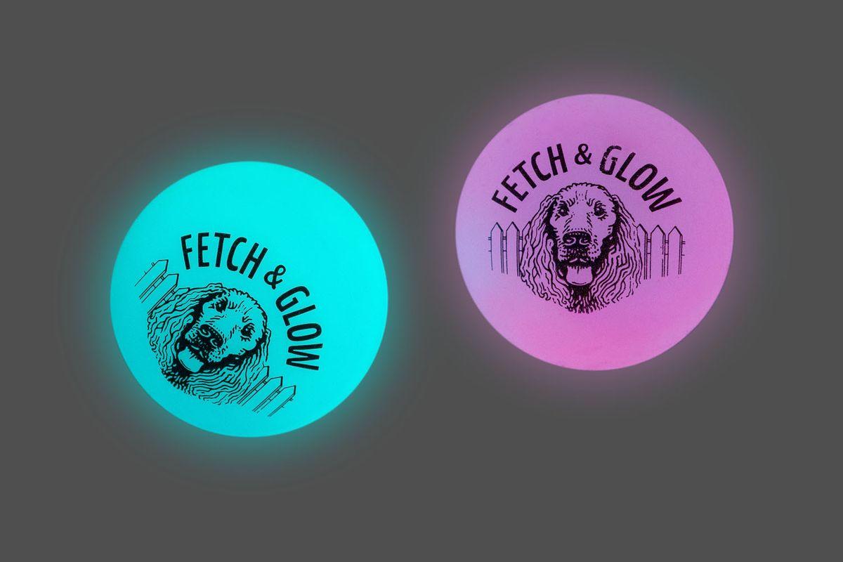 Игрушка для собак Fetch & Glow Jr. Светящийся мяч, цвет: голубой, розовый, диаметр 4,5 см, 2 шт0120710Набор для собак Fetch & Glow Jr. Светящийся мяч состоит из 2 игрушек, изготовленных из прочной цветной литой резины. Изделия светятся в темноте, благодаря чему вы не потеряете игрушки.Предназначены для игр с собакой любого возраста.Такая игрушка привлечет внимание вашего любимца и не оставит его равнодушным. Диаметр: 4,5 см. Комплектность: 2 шт.