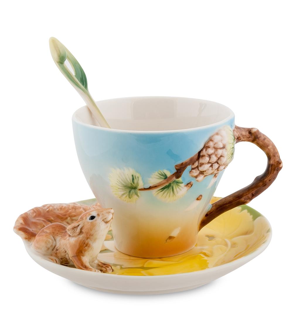Чайная пара Pavone Белочка, 3 предмета10964Чайная пара Pavone Белочка состоит из чашки, блюдца и ложечки, изготовленных из фарфора. Предметы набора оформлены изящными объемной белкой. Чайная пара Pavone Белочка украсит ваш кухонный стол, а также станет замечательным подарком друзьям и близким. Изделие упаковано в подарочную коробку с атласной подложкой.