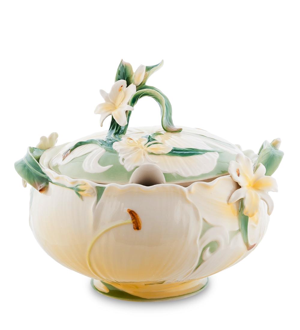 Супница Pavone Лилия, с крышкой, 3,5 л104306Супница Pavone Лилия изготовлена из высококачественного фарфора и декорирована красивым цветочным рисунком. Изделие используется для подачи супа и других жидких блюд. Такая супница отлично подойдет как для повседневного использования, так и для особых случаев. Благодаря качеству исполнения и красивому дизайну изделие станет отличным приобретением для вашей кухни. Диаметр: 30 см. Высота: 24 см. Объем посуды: 3,5 л.