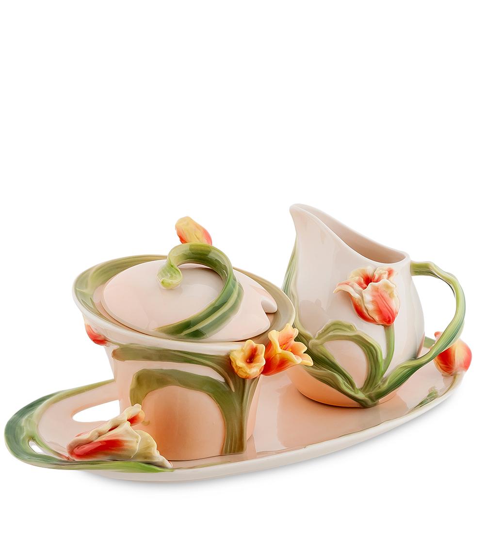 Набор чайный Pavone Тюльпаны, 3 предмета. 106754106754Набор чайный Pavone Тюльпаны, выполненный из высококачественного фарфора, состоит из сахарницы с крышкой, молочника и подноса. На предметах набора изображены объемные тюльпаны. Изящный дизайн оформления набора придется по вкусу и ценителям классики, и тем, кто предпочитает современный стиль. Такой набор отлично подойдет для красивой сервировки стола к завтраку. Объем сахарницы и молочника: 250 мл. Высота изделий: 10 см. Длина подноса: 28 см.