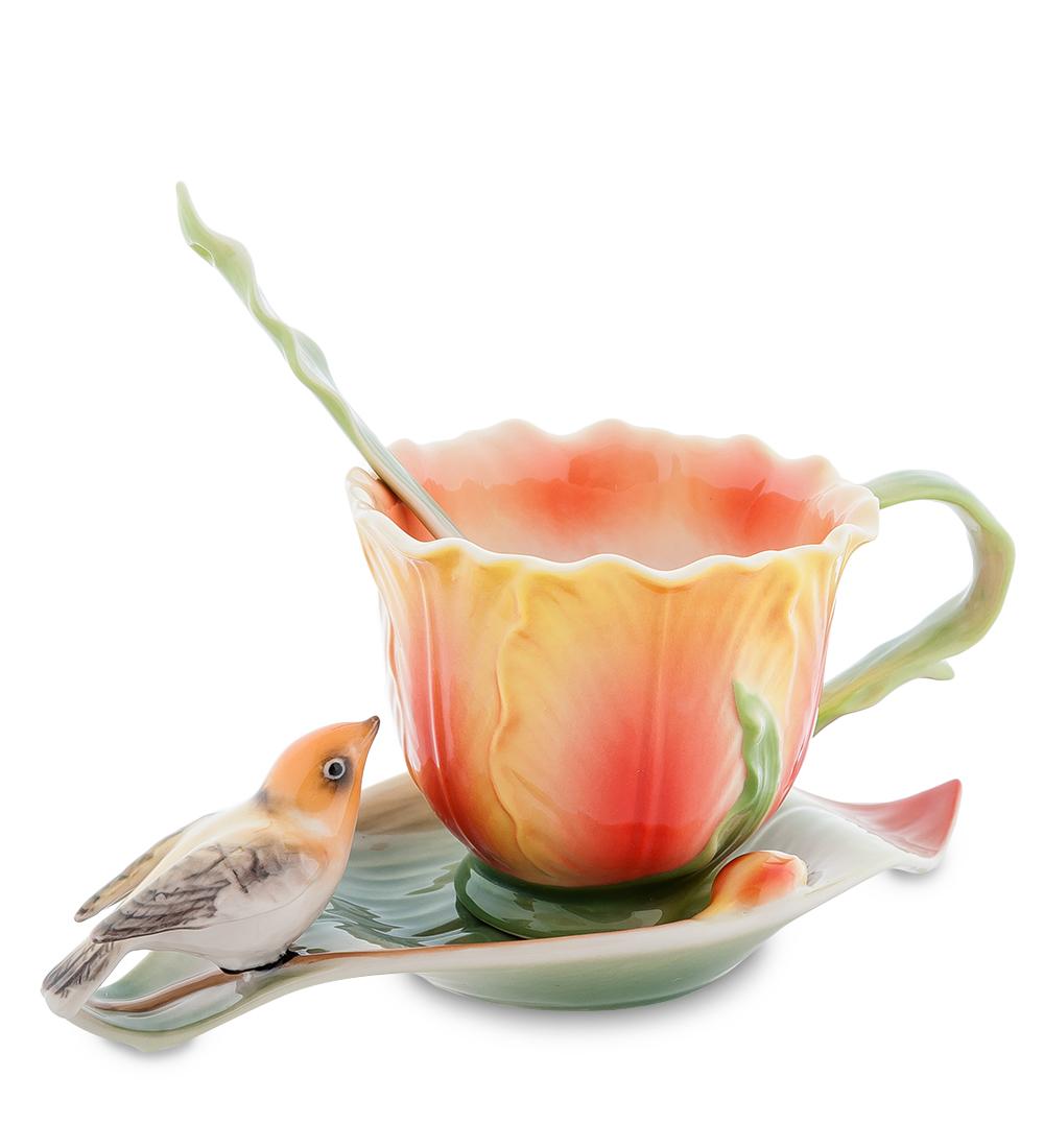 Набор чайный Pavone Тюльпаны, 3 предмета115610Чайный набор Pavone Тюльпаны изготовлен из высококачественного фарфора. Набор состоит из чашки, блюдца и чайной ложки. Изделия имеют необычный дизайн, который придется по вкусу ценителям классики и тем кто предпочитает современный стиль. Изящный набор эффектно украсит стол к чаепитию и порадует вас функциональностью и ярким дизайном.Объем кружки: 150 мл.Высота кружки: 7 см.Длина блюдца: 17 см.
