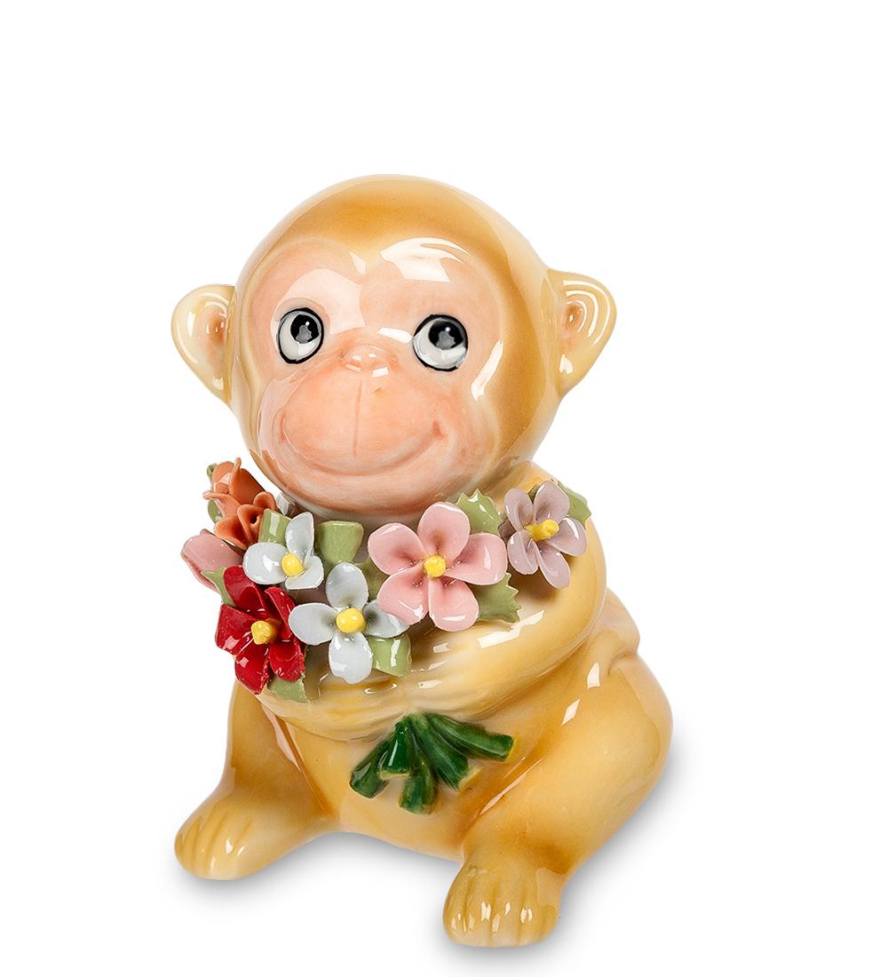 Фигурка декоративная Pavone Обезьяна с букетомKT415EДекоративная фигурка Pavone Обезьяна с букетом станет оригинальным подарком для всех любителей стильных вещей. Сувенир выполнен из высококачественного фарфора в виде обезьянки, держащей в руках букет цветов. Изысканный сувенир станет прекрасным дополнением к интерьеру. Вы можете поставить фигурку в любом месте, где она будет удачно смотреться и радовать глаз.Высота фигурки: 9 см.