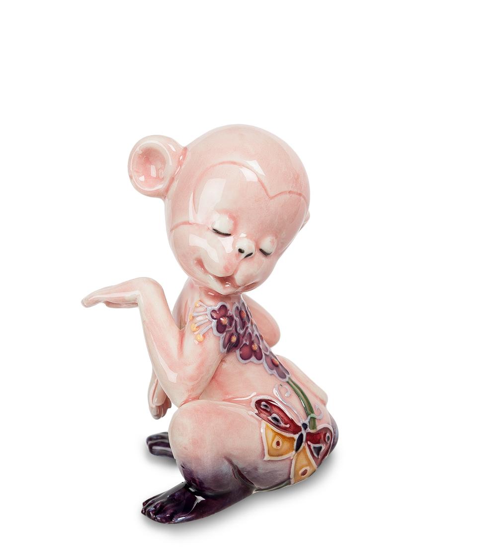 Фигурка декоративная Pavone Обезьяна107425Декоративная фигурка Pavone Обезьяна станет оригинальным подарком для всех любителей стильных вещей. Сувенир выполнен из высококачественного фарфора в виде обезьянки, украшенной оригинальным узором. Изысканный сувенир станет прекрасным дополнением к интерьеру. Вы можете поставить фигурку в любом месте, где она будет удачно смотреться и радовать глаз. Высота фигурки: 8 см.