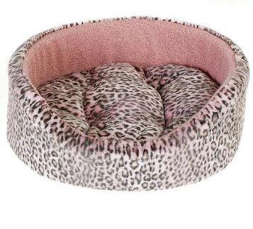 Лежак для животных Happy Puppy Саванна, цвет: розовый, серый, 50 х 45 х 18 см0120710Лежак для животных Happy Puppy Саванна прекрасно подойдет для отдыха вашего домашнего питомца. Предназначен для кошек, а так же собак мелких и средних пород. Изделие выполнено из прочной ткани. Снабжено высокими широкими бортиками и съемной мягкой подушкой. Комфортный и уютный лежак обязательно понравится вашему питомцу, животное сможет там отдохнуть и выспаться. Размер лежака: 50 х 45 х 18 см.Состав: искусственный мех, шерсть, эластан, поролон, холлофайбер.