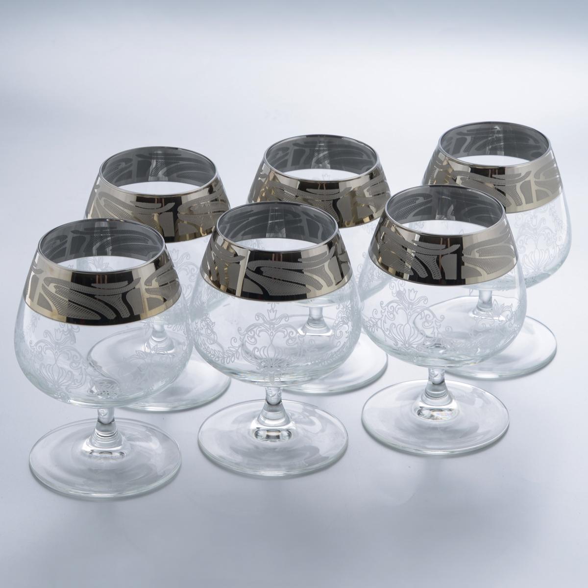 Набор бокалов для бренди Гусь-Хрустальный Мускат, 410 мл, 6 штGE05-1812Набор Гусь-Хрустальный Мускат состоит из 6 бокалов на тонкой низкой ножке, изготовленных из высококачественного натрий-кальций-силикатного стекла. Изделия оформлены красивым зеркальным покрытием, широкой окантовкой с оригинальным узором и белым матовым орнаментом. Бокалы предназначены для подачи бренди. Такой набор прекрасно дополнит праздничный стол и станет желанным подарком в любом доме. Разрешается мыть в посудомоечной машине. Диаметр бокала (по верхнему краю): 6,3 см. Высота бокала: 13 см. Диаметр основания бокала: 8 см.