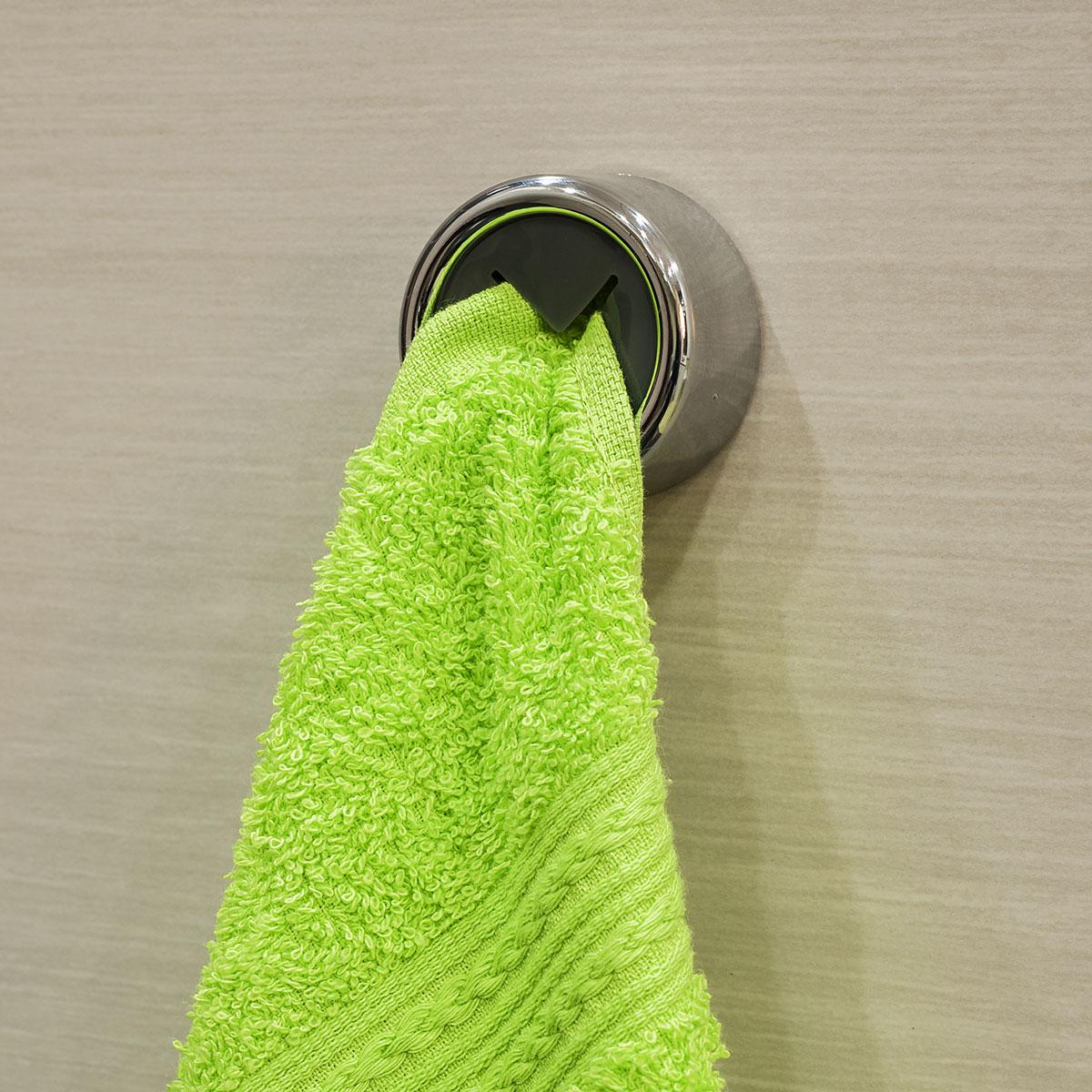 Вешалка самоклеящаяся Tatkraft Berra, для полотенец, диаметр 4 см11809Самоклеящаяся вешалка для полотенец Tatkraft Berra, изготовлена из пластика. Вешалка с современным дизайном не боится влаги, и очень легко крепится к стене. Чтобы зафиксировать вешалку, не нужно сверлить дырки, достаточно снять защитный слой и прочно прижать вешалку к стене. Крепкая, оригинальная вешалка не требует петелек у полотенца. Диаметр вешалки: 4 см.